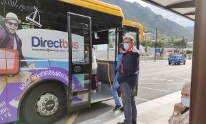 Un autobús de les línies de transport públic interurbà operat per Autocars Nadal.