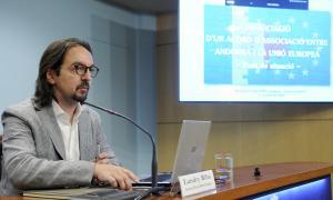 El secretari d'Estat d'Afers Europeus, Landry Riba, va comparèixer ahir per explicar en quin punt es troben les negociacions.