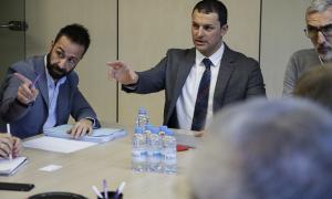 Un moment de la reunió de la Comissió de seguiment de les línies de transport nacional regular de viatgers, ahir.
