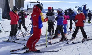 Monitors d'esquí treballant a les pistes.
