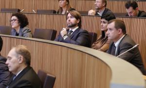 """L'oposició critica la continuïtat de Saboya en un ministeri """"a mida"""""""
