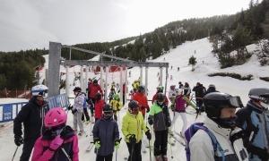 Esquiadors a l'estació d'esquí de Pal, ahir.