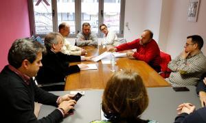 Un moment de la reunió dels sindicats amb SDP.