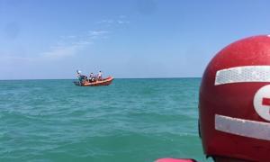 Els efectius de Creu Roja i de Salvament Marítim, així com un helicòpter, van estar buscant-lo unes dues hores.