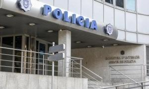L'entrada a l'edifici administratiu de la policia.