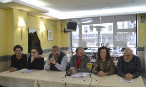 Els representants de diferents sindicats en la lectura del manifest del primer de maig de l'any passat.