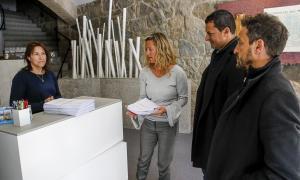 El líder de L'A, Jordi Gallardo, i el del PS, Pere López, acompanyats de l'advocada Eva López van presentar ahir el recurs al TC.