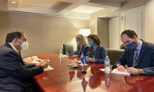 Un moment de la trobada d'Ubach amb el seu homòleg d'Hondures, Lisandro Rosales.