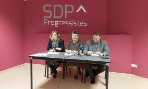 Elisabet Zoppetti, Cristina Montolio i Josep Lluís Donsión, ahir a la seu d'SDP.