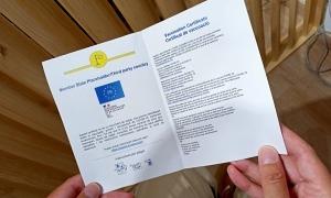Un dels certificats Covid homologats expedits ahir al centre de vacunació.