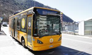 Un autobús que recorre la línia del Bus Exprés.
