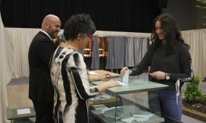 Electors exercint el seu dret en les eleccions generals de l'abril passat.