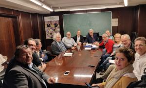 Els participants en la reunió de Laurèdia en Comú de dimecres al vespre.