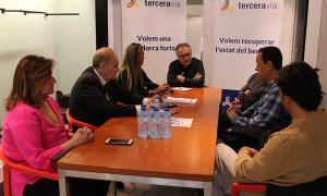 Un moment de la reunió entre els candidats de Terceravia i els sindicats dels bombers.