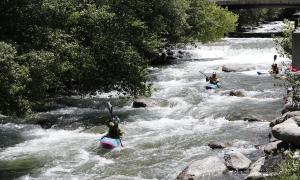 El PS critica el cost que assumeixen els comuns pel parc d'aigües braves
