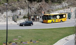Un autobús que cobreix una de les línies de transport públic nacional.