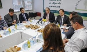 Mora amb la resta de membres de la junta de l'EFA durant la roda de premsa d'ahir.