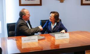 Alfons Alberca i Joana Marques van segellar ahir l'acord entre els ministeris fiscals andorrà i portuguès.