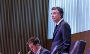En les al·legacions presentades, el síndic general, Vicenç Mateu, només justifica dues de les cinc contractacions directes.