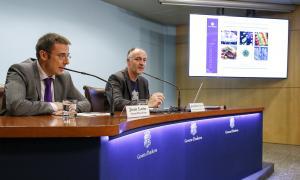 El secretari d'Estat de Salut, Joan León, i el cap d'àrea de Seguretat Alimentària i Entorn, Josep Maria Casals, ahir.