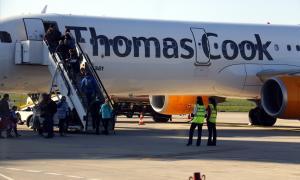 Un avió de Thomas Cook a l'aeroport d'Alguaire.