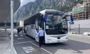 Un vehicle del Direct Bus a l'Estació Nacional d'Autobusos.