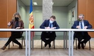 Santuré, León i París en el moment de signar el conveni.
