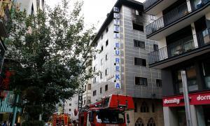 Els veïns de l'edifici incendiat a Carlemany continuen reallotjats