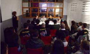 Nombrosos joves van participar en la presentació de les propostes de les quatre candidatures, ahir al vespre.