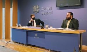 Roger Padreny i Carles Sánchez van argumentar ahir l'esmena a la totalitat.