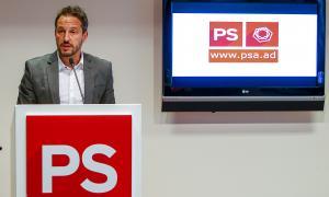 El candidat a cap de Govern del PS i president de la formació, Pere López, en la compareixença d'ahir a la seu del partit.