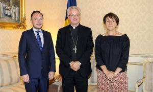 El cap de Govern i la subsíndica amb el copríncep episcopal.