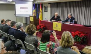 Un moment de la conferència d'Eugeni Bregolat a l'ambaixada d'Espanya.