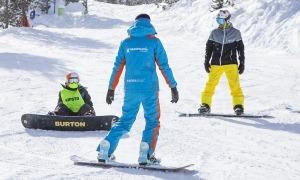 Treballadors a les pistes d'esquí de Grandvalira.