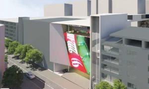L'edifici projectat per Jocs SA al carrer Prat de la Creu en què s'hi observen els ascensors i la passarel·la a l'avinguda Meritxell.
