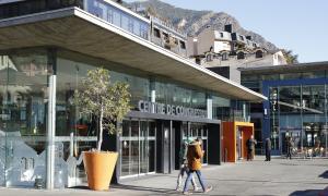 La capital preveu cedir el centre de congressos per al casino per 20 anys