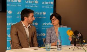 El director del CRES, Joan Micó, i la directora d'Unicef, Marta Alberch, van presentar ahir al migdia l'Observatori de la Infància.