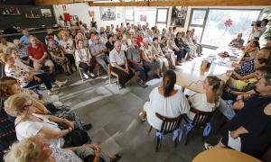 Presentació de les activitats de la Llar de Lòria per part dels professors, ahir.