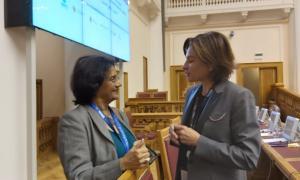 La ministra en una de les trobades bilaterals que va mantenir en el marc de l'Assemblea general de l'OMT.