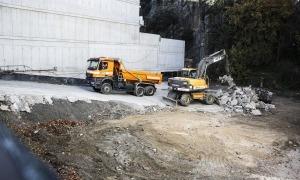 Les màquines s'han desplaçat aquest dilluns a la parcel·la de Prat de la Creu i han començat els treballs.