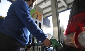 El sector dels carburants agrupa mig centenar d'estacions de servei i dona feina a prop de 500 treballadors.