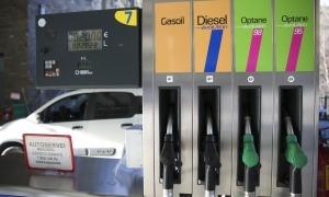 Amb la taxa de carboni el consumidor pagarà un 6,7% més d'impostos per la gasolina.
