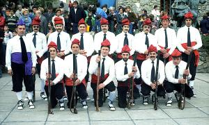 Grup de sometents durant la visita del Copríncep Joan Martí Alanis i Valéry Giscard d'Estaing l'octubre del 1978.