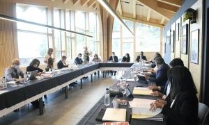 Un moment de la signatura del protocol entre el Govern i els comuns en la reunió de cònsols que va tenir lloc ahir a Pal.