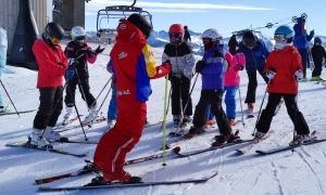 Monitors d'esquí treballant.