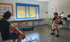 Jordi Albelda, a l'esquerra, en una de les classes de l'escola d'alt rendiment Forum Musikae.