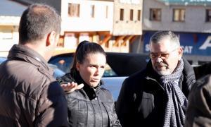Laura Mas va fer les declaracions a la plaça Coprínceps acompanyada d'altres membres de la candidatura.