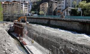 Els treballs del vial que s'estan portant a terme a Sant Julià de Lòria.