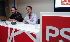 Carles Sánchez i Pere López en la compareixença d'ahir a la seu del PS.