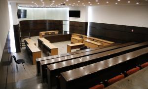 La sala Prada Casadet compta amb un circuit de càmeres de vigilància per seguretat.